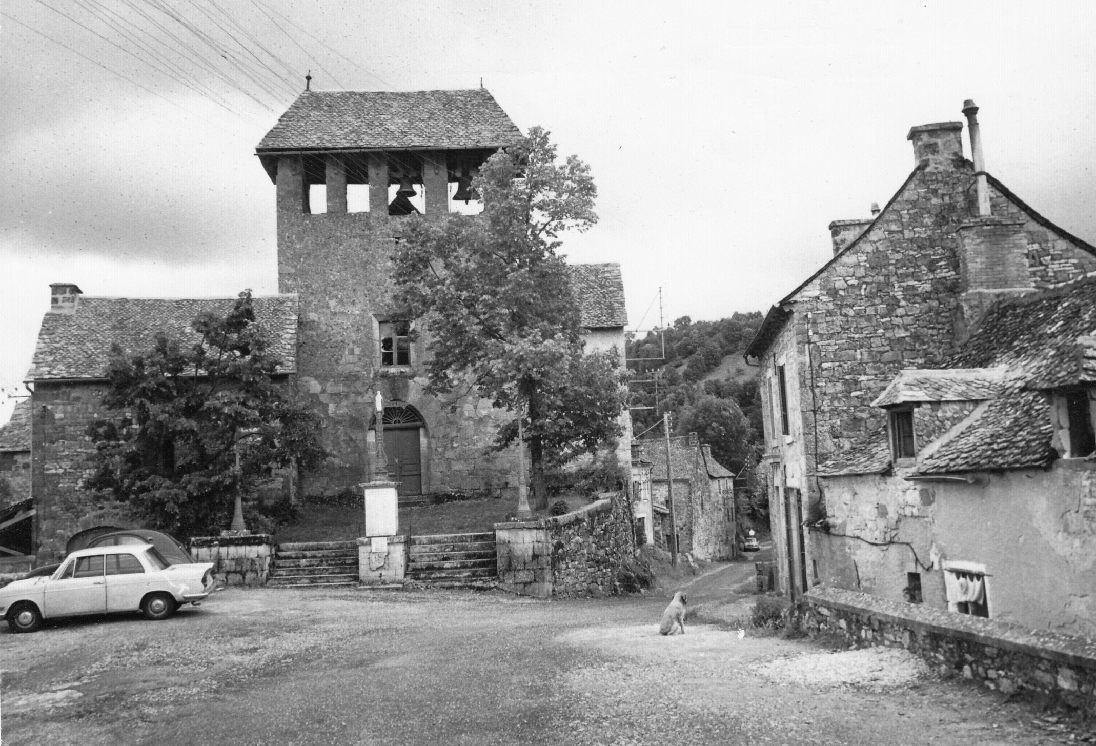 Eglise de Rodelle avec vue sur le clocher