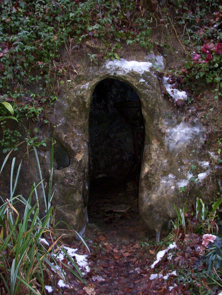 Entrée de la grotte de Sainte Tarcisse