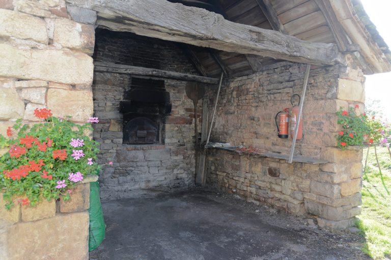 Four à pain du village de St Julien de Rodelle
